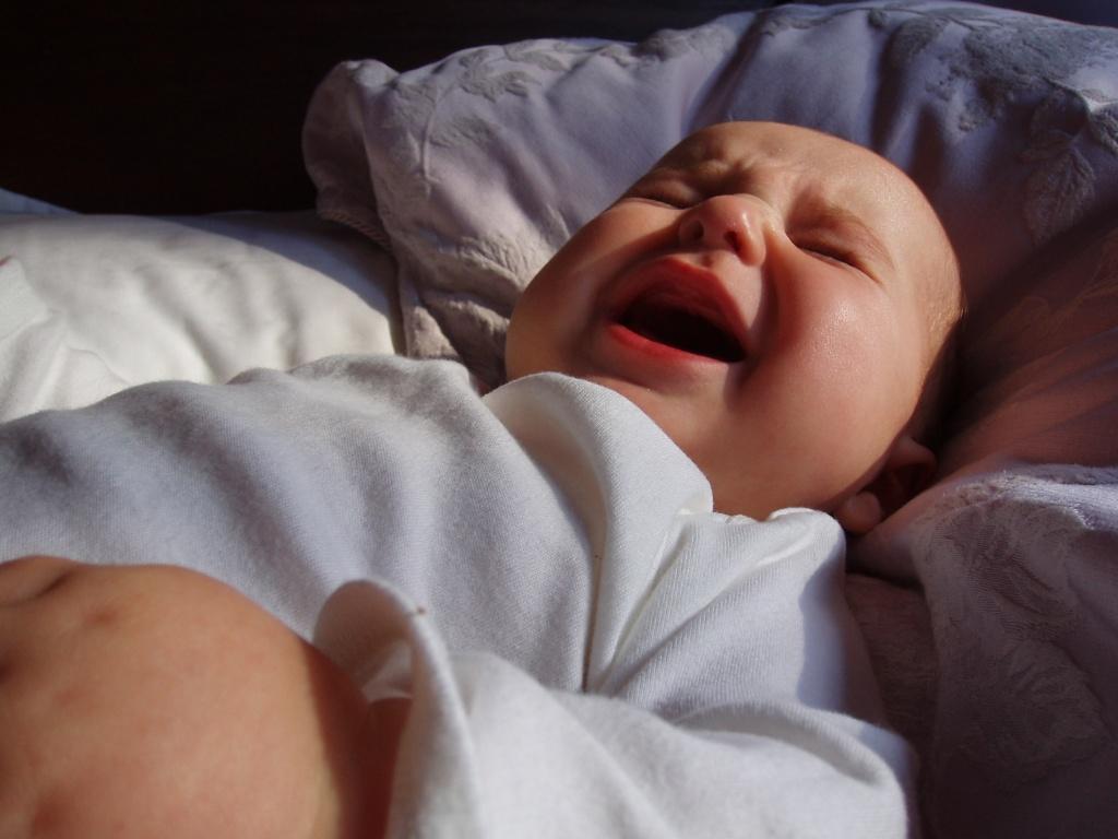 Почему ребёнок в 5 месяцев плохо спит ночью